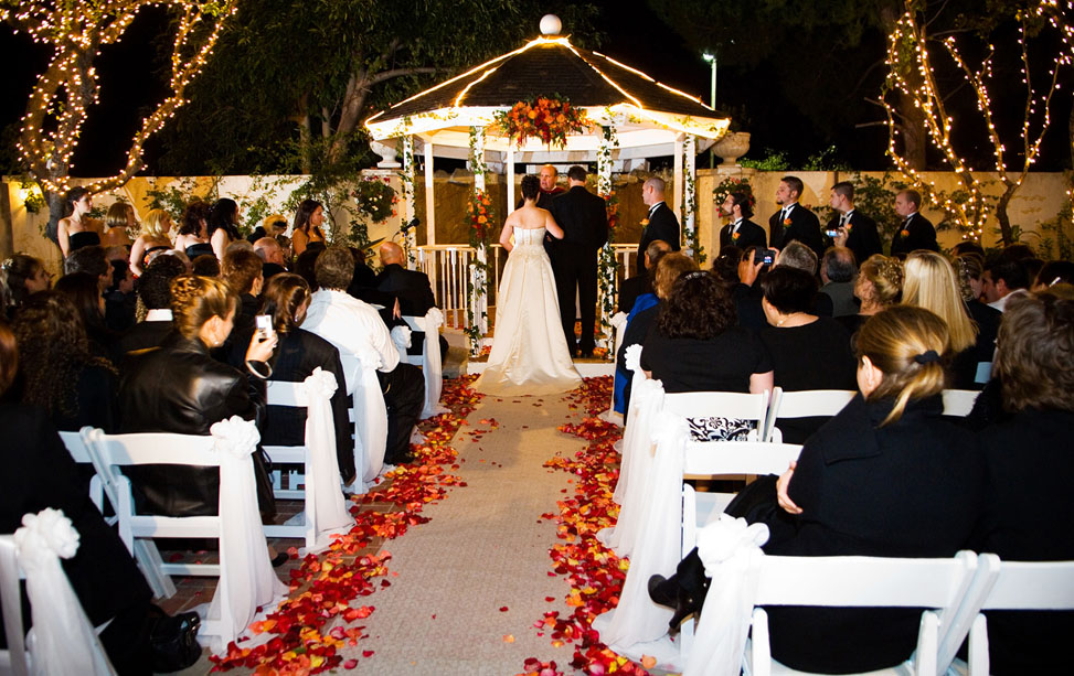 Music Mania Entertainment  (661) 618-6455 offers Wedding and Corporate Events. Serving Santa Clarita Valley, San Fernando Valley, Antelope Valley, Los Angeles.